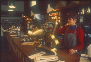 Pike_Place_Market_-_Starbucks_circa_1977A