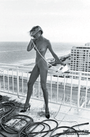 Image courtesy of the Helmut Newton Foundation